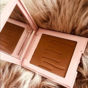 """Kylie Cosmetics Makeup - 💋Kylie Cosmetics- """"Tanned & Gorgeous"""" Bronzer.💋"""